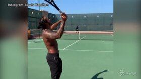 Lewis Hamilton si dà al tennis, ma il risultato è da ridere