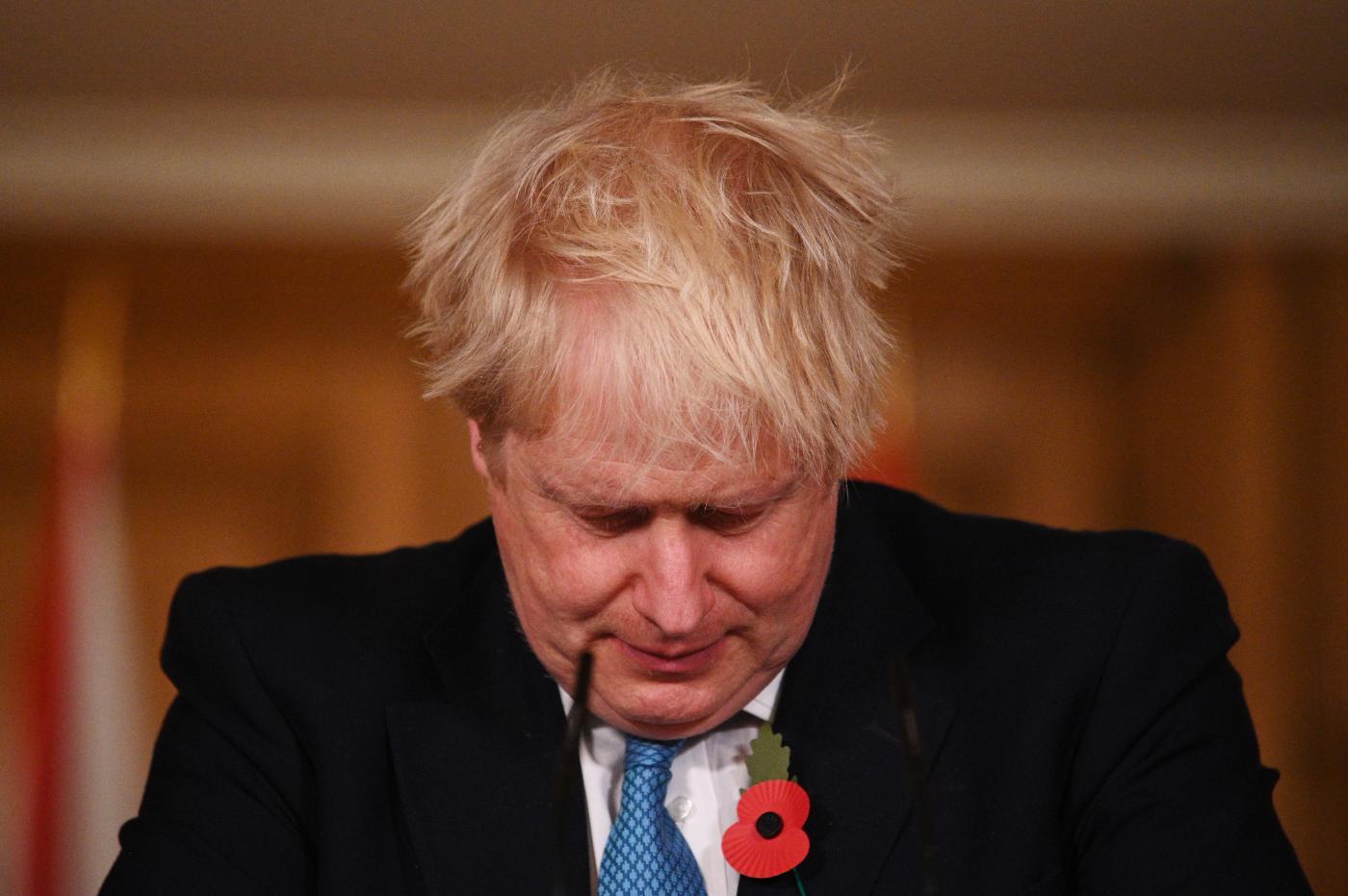 Boris Johnson in conferenza stampa sul tema Covid-19