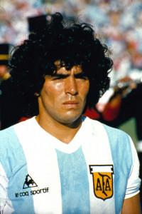 Addio a Maradona, aperta al pubblico la camera ardente