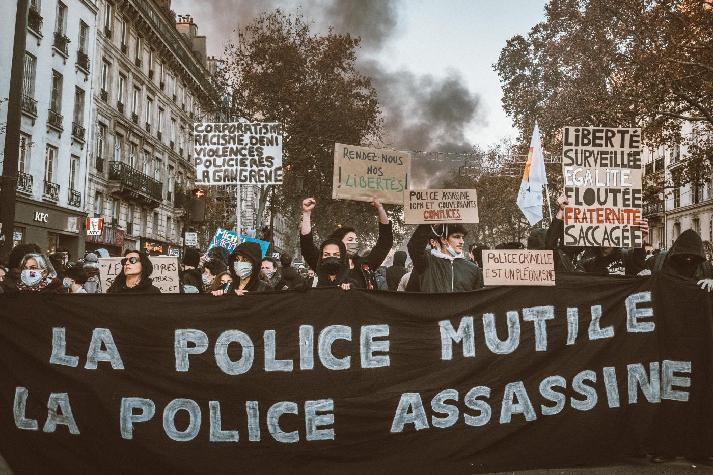 Manifestazione a Parigi con scontri sul tema sicurezza globale