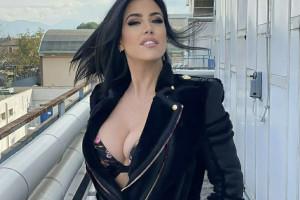 Claudia Ruggeri in reggiseno e chiodo. Gallery sexy della Miss di Avanti Un Altro