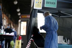 Tamponi rapidi per il Covid nelle farmacie a Roma