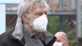 Crotone, il sopralluogo di Gino Strada all'ospedale da campo Covid