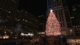 NY, si accendono le luci dell'albero di Natale al Rockefeller Center