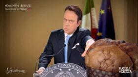 """Crozza/Conte: """"Non arrivo a mangiare il panettone, devo togliermi dalle balle Renzi"""""""