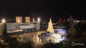 Natale, Betlemme accende il suo albero
