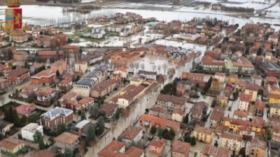 Alluvione nel modenese: le strade ricoperte dall'acqua viste dall'elicottero