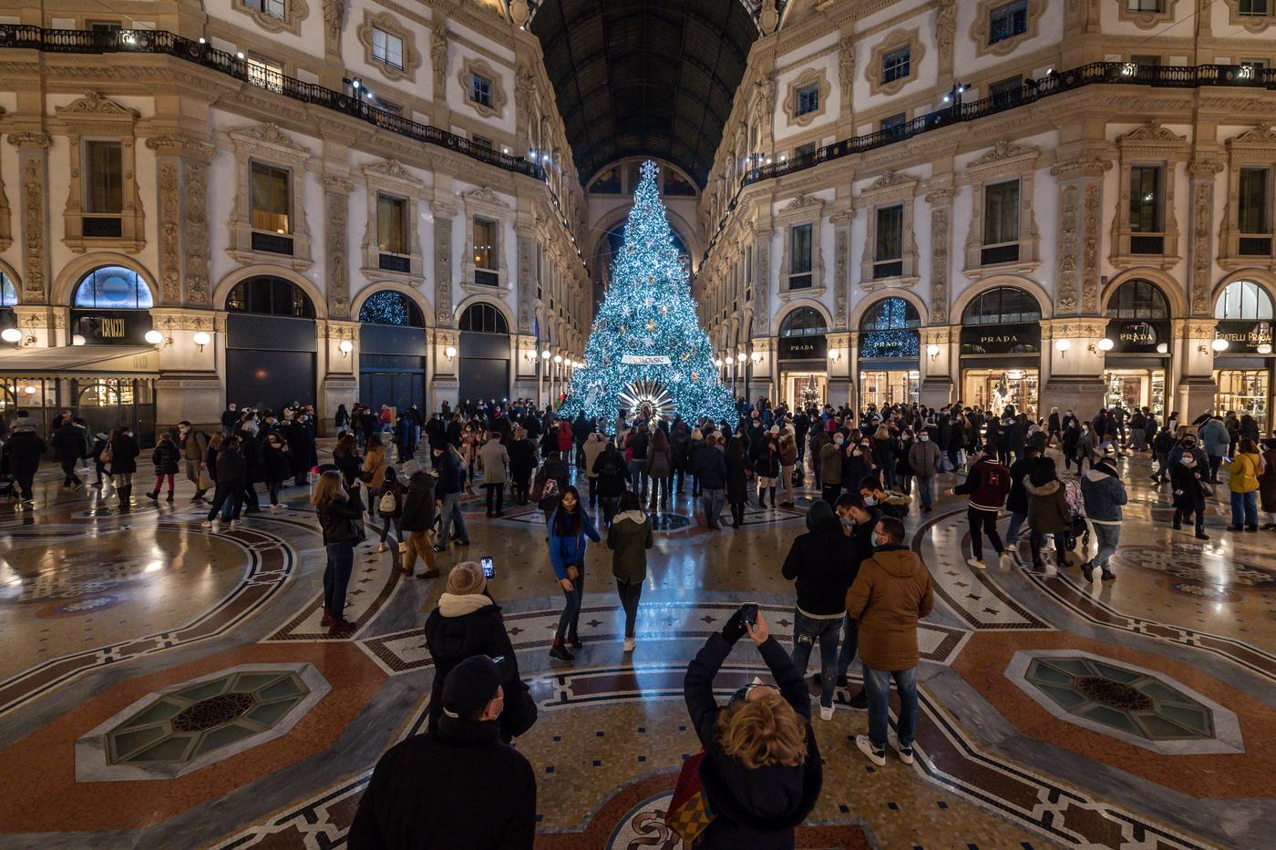 Emergenza Coronavirus, il centro di Milano nel giorno di Sant'Ambrogio