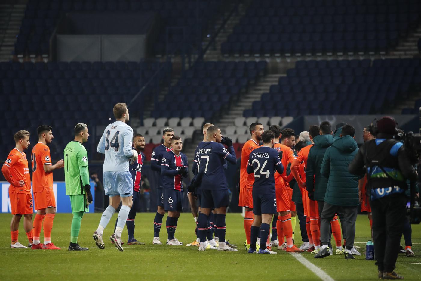 Paris Saint Germain vs Istanbul Basaksehir - Champions League