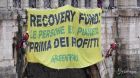 Attivisti Greenpeace Italia in azione a Roma