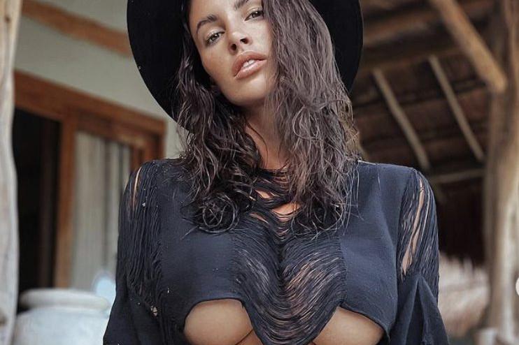Lucia Javorcekova da Tulum, scatto sexy