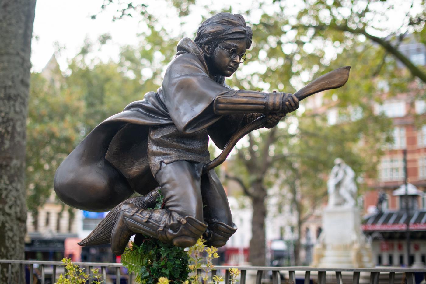 La statua di Harry Potter inaugurata a Londra