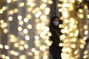 Coronavirus Roma, shopping per le vie del centro nel periodo natalizio