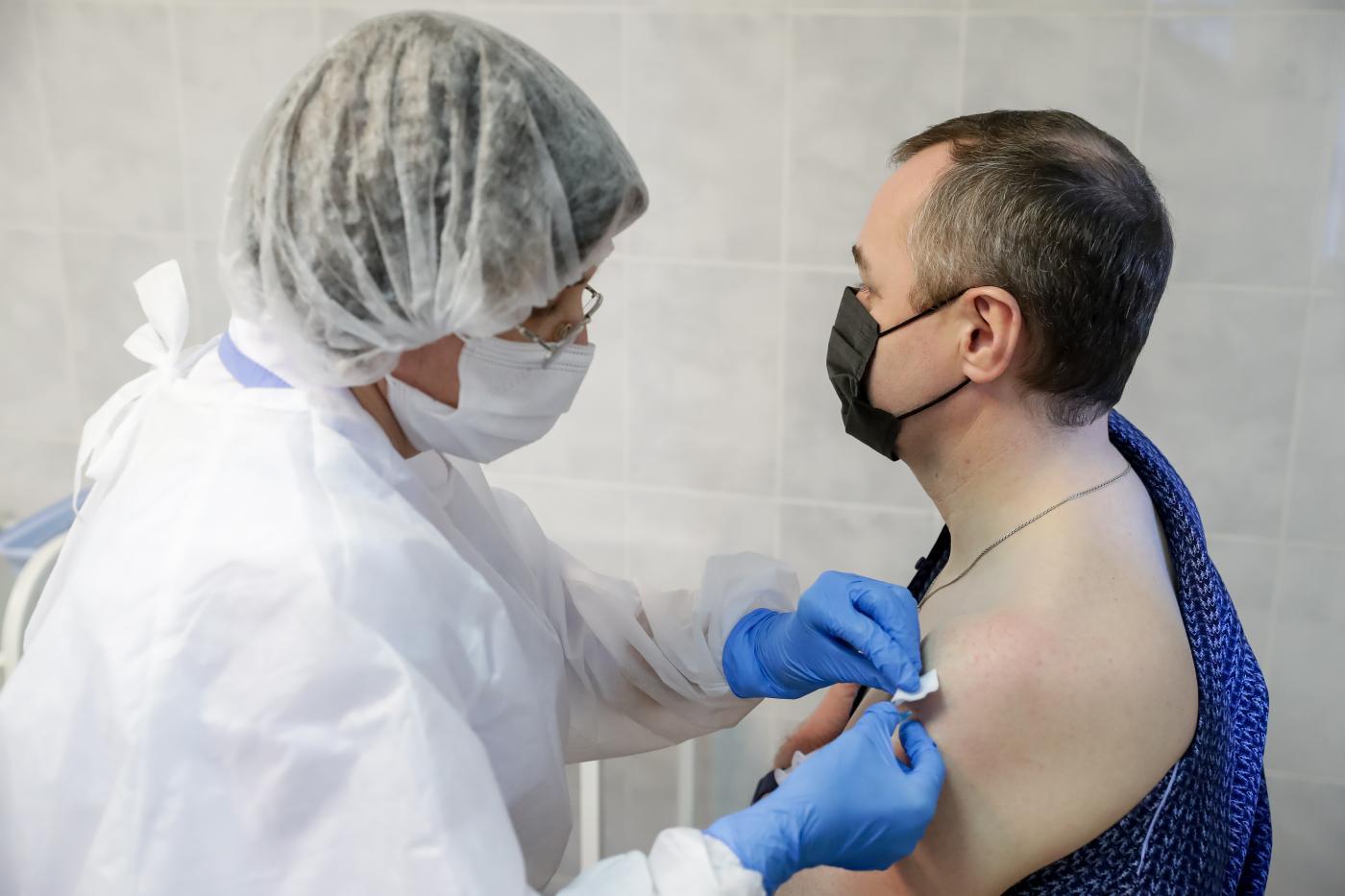 Fiala di Gam-COVID-Vac commercializzato come Sputink V utilizzata per vaccinare gli operatori sanitari contro COVID-19
