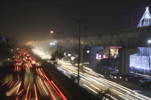 L'India alle prese con due emergenze sanitarie: l'aria inquinata e la pandemia
