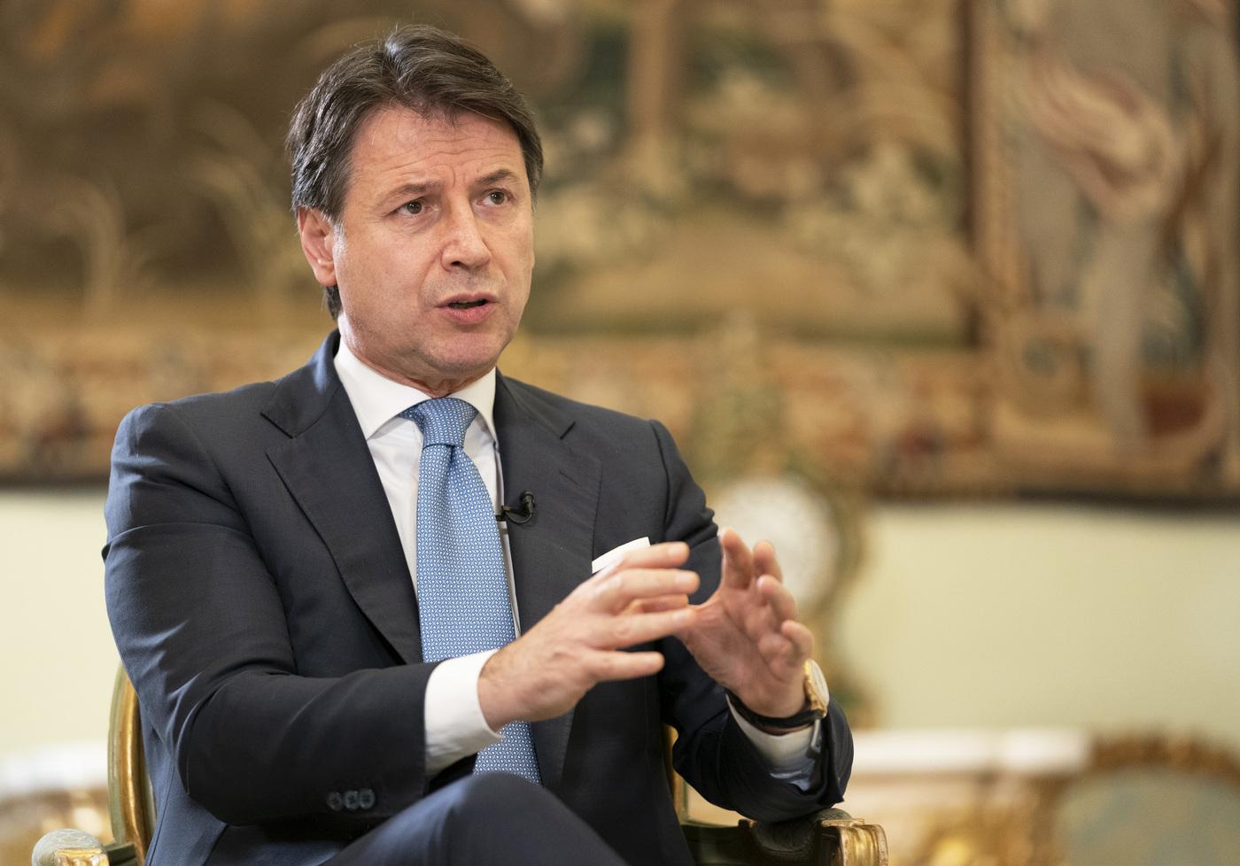 Palazzo Chigi, Giuseppe Conte durante un'intervista sull'emergenza Coronavirus