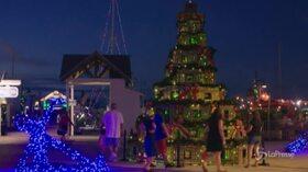 Florida, l'albero di Natale è fatto con trappole per aragoste