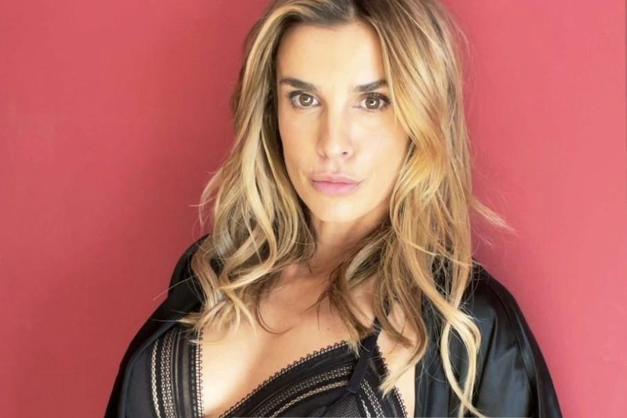 Elisabetta Canalis, foto sexy intimo e pizzo nero