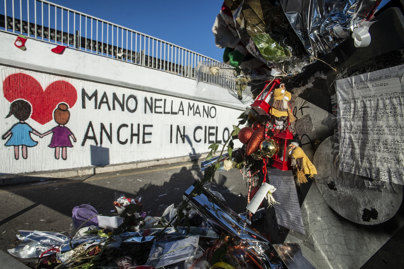 Murales in memoria di Gaia e Camilla sul luogo della tragedia di Corso Francia