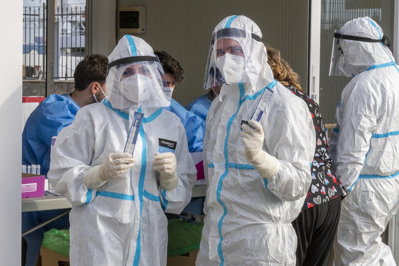 Coronavirus, tamponi Drive-In a Messina per le persone in arrivo in Sicilia per le vacanze natalizie