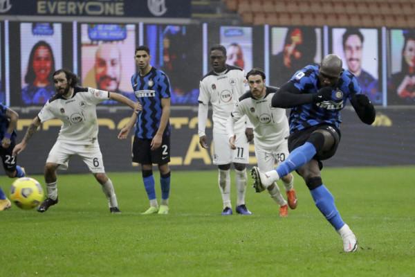 L'Inter piega lo Spezia e tiene il passo del Milan