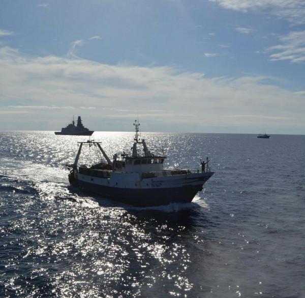 Mazara del Vallo, i pescatori liberati rientrano in porto