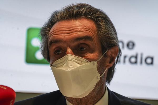 Milano, il presidente della Regione Lombardia Attilio Fontana in conferenza in Regione