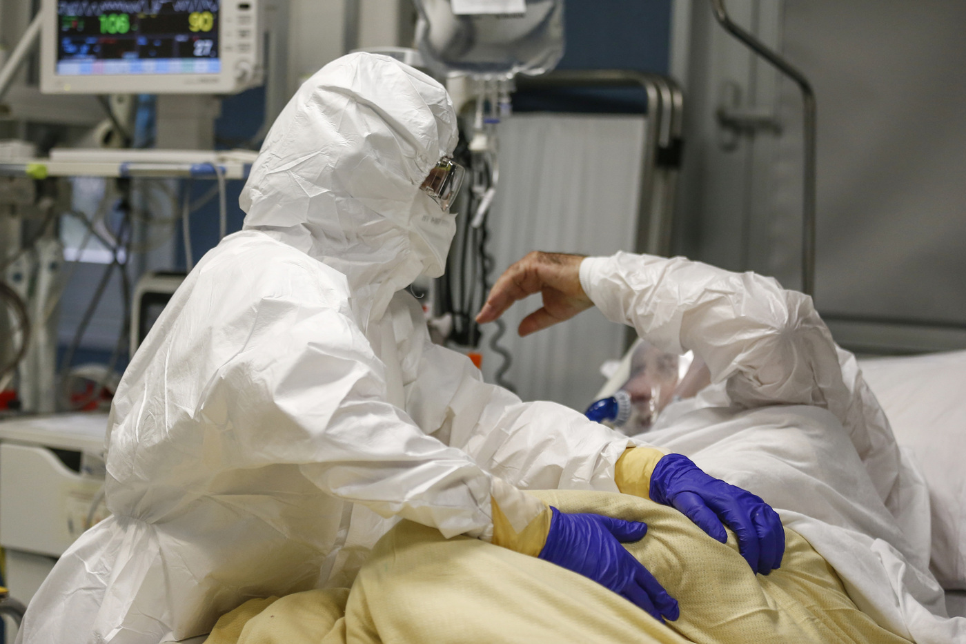 Coronavirus Roma, reparto Covid di terapia intensiva del San Filippo Neri nel periodo natalizio