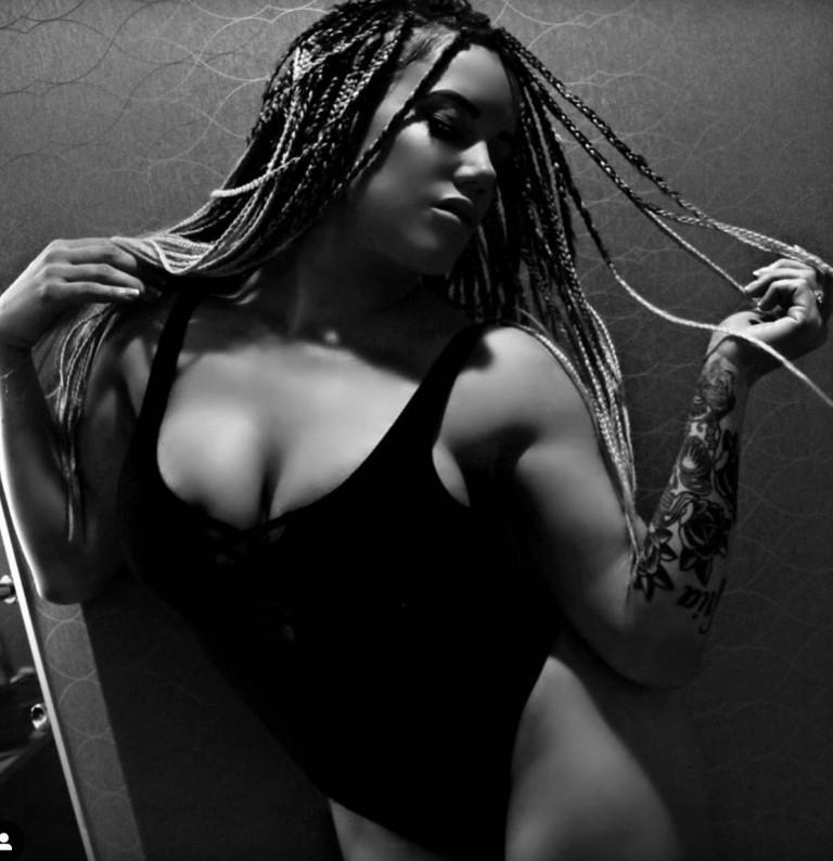 Kira Forster, foto in bianco e nero
