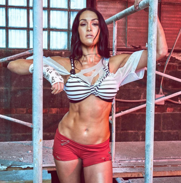 Nikki Bella foto del suo fisico scolpito