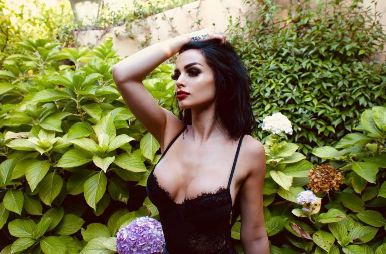 Paige, foto sexy