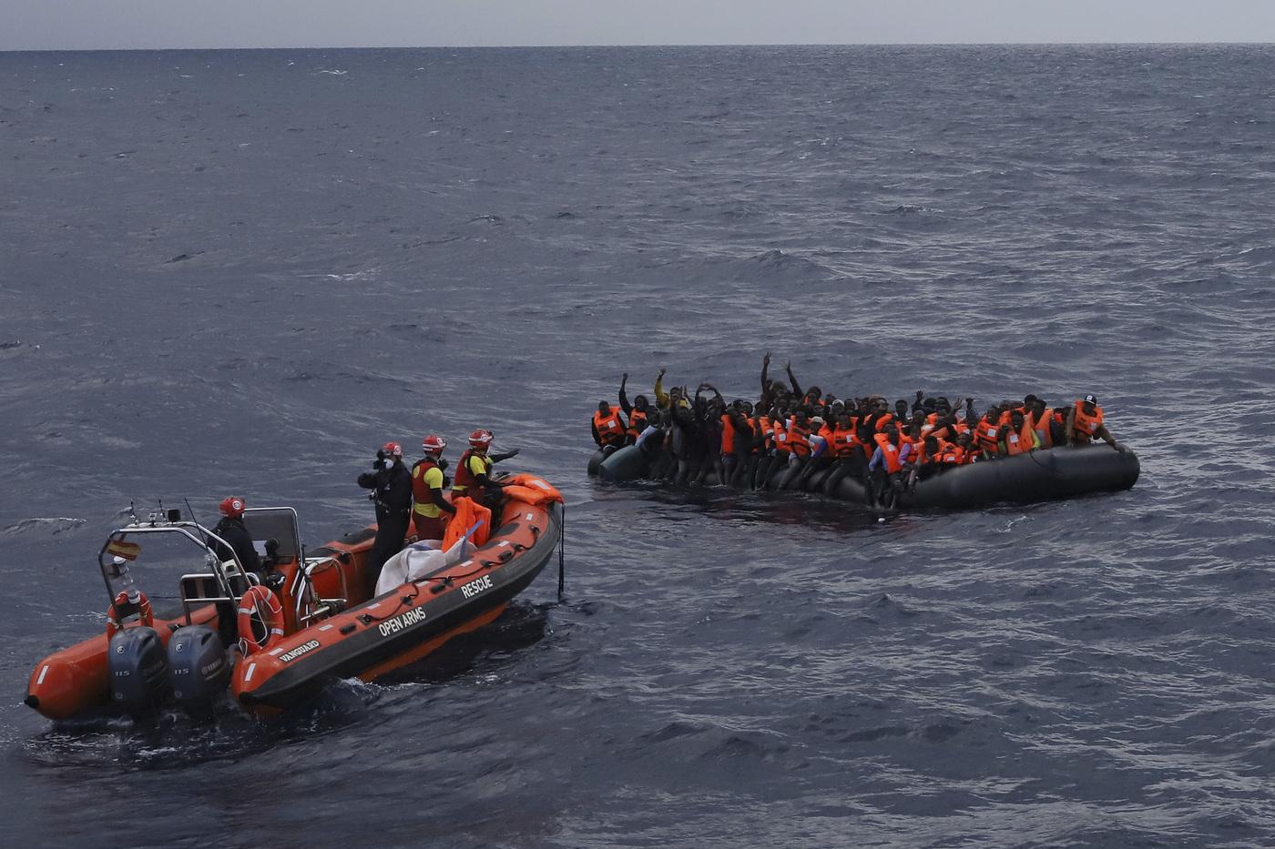 Migranti, naufragio nel Mediterraneo