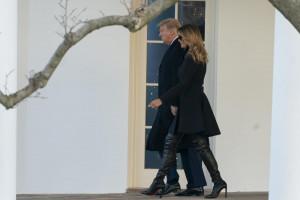 Donald e Melania Trump partono per Mar-a-Lago per le vacanze natalizie