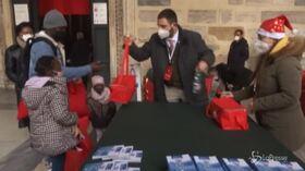Roma, la Comunità di Sant'Egidio offre cibo e regali ai poveri