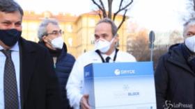 V-day: arrivate le dosi a Torino, professor Di Perri il primo vaccinato