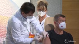 V-day, Europa inizia a vaccinarsi: tra i primi premier ceco Babis