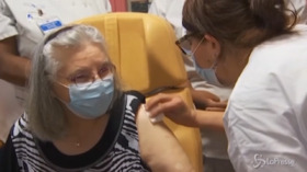 V-Day: una 78enne la prima vaccinata in Francia