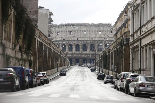 """Covid, Roma vuota durante il """"lockdown"""" di Natale"""