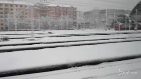 Milano sotto la neve, cancellazioni e disagi in Stazione Centrale