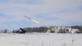 Russia, l'addestramento in Siberia dell'esercito nel giorno di Natale