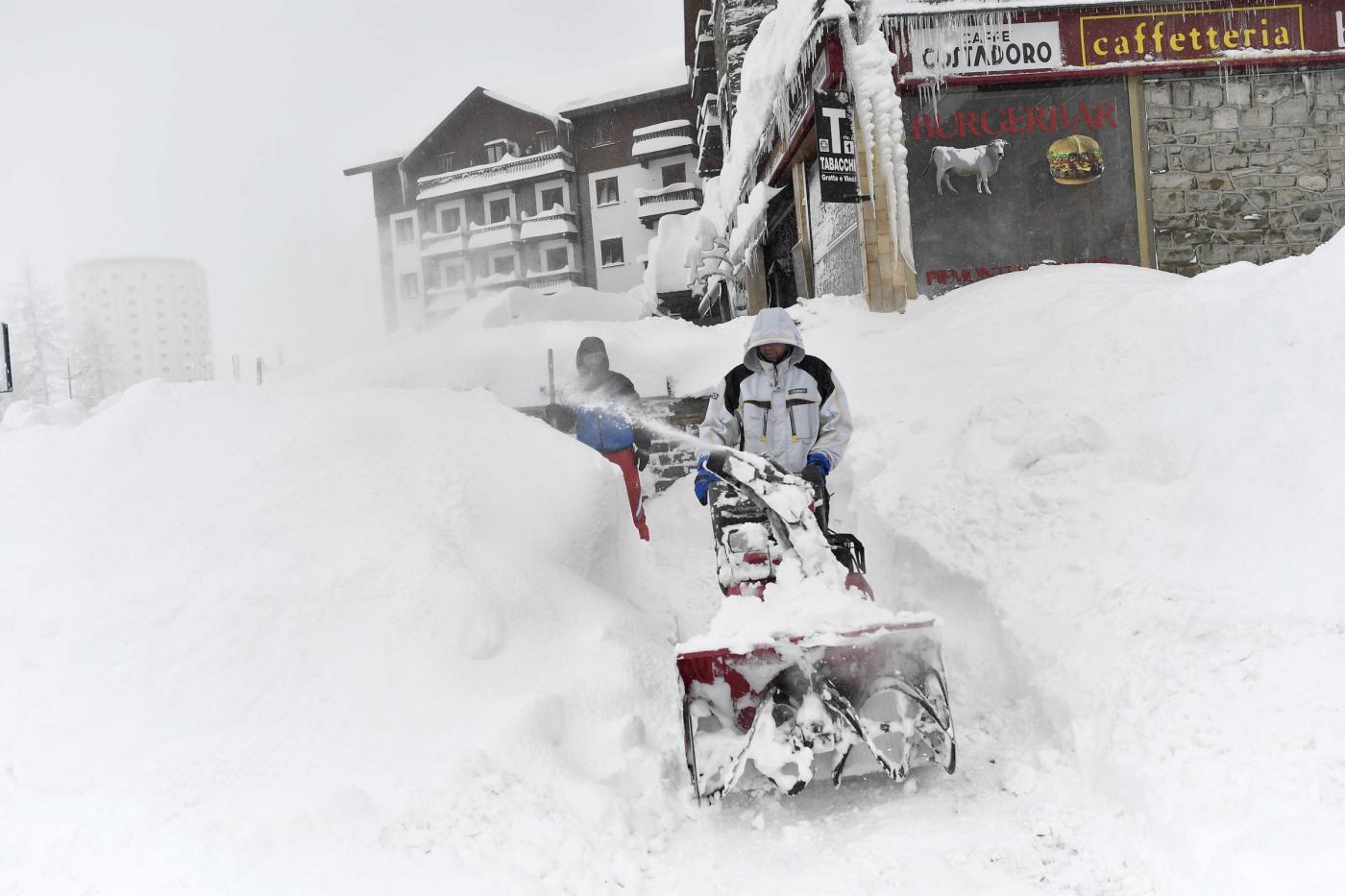 Maltempo, nella notte sono caduti circa due metri di neve sul Colle di Sestriere