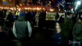 Ucraina, attivisti dell' estrema destra marciano per Kiev