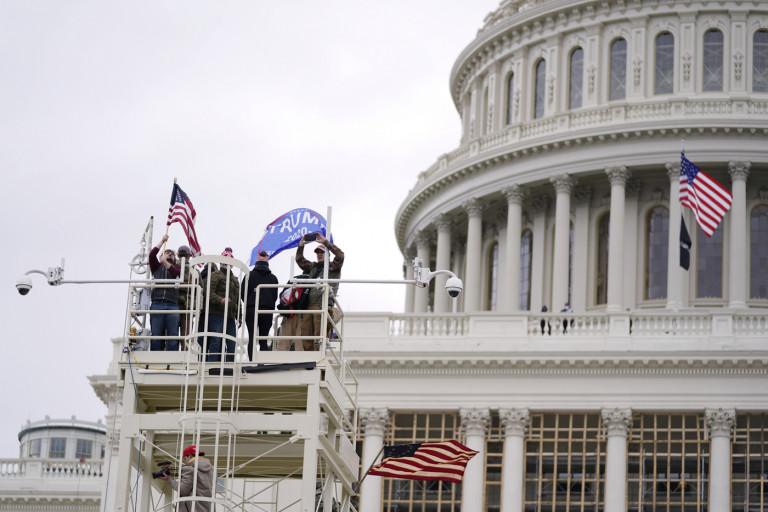 Usa, congresso riunito per ratificare vittoria Biden: proteste davanti a Capitol Hill