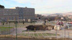 Napoli, boato all'ospedale del Mare: enorme voragine in strada