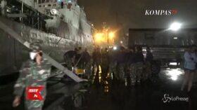 Indonesia, la ricerca dei resti del volo inabissato con 62 persone a bordo