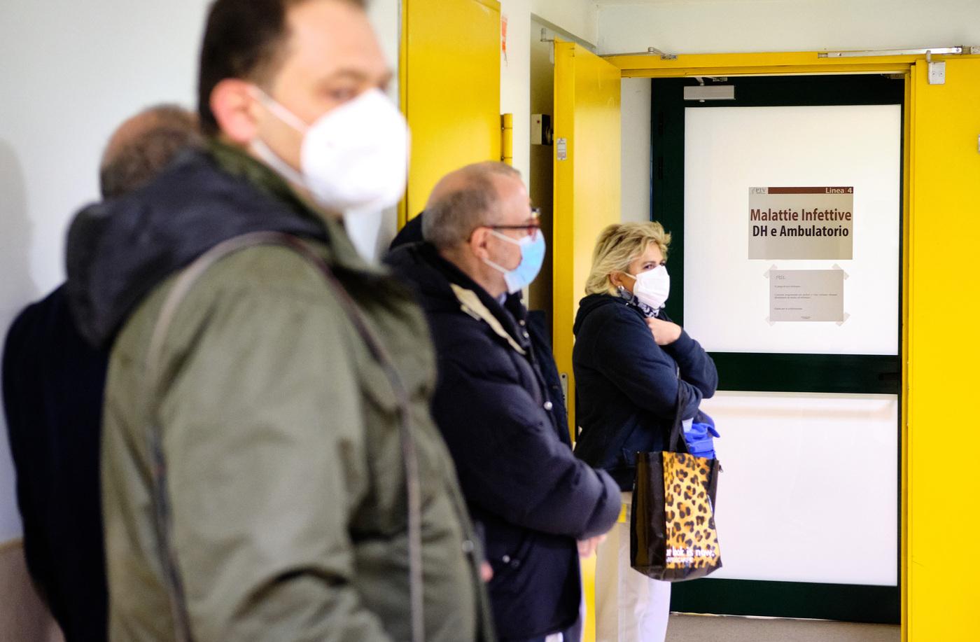 Coronavirus Roma, vaccinazioni del personale sanitario e medici di base al Policlinico Tor Vergata