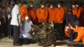 Aereo caduto in Indonesia, recuperata una parte del motore