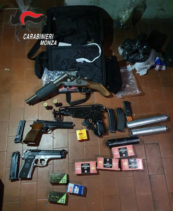 Monza, sequestrato un arsenale nascosto in un garage: arrestato un 50enne