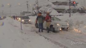 Giappone, nuova nevicata record nel paese blocca il traffico