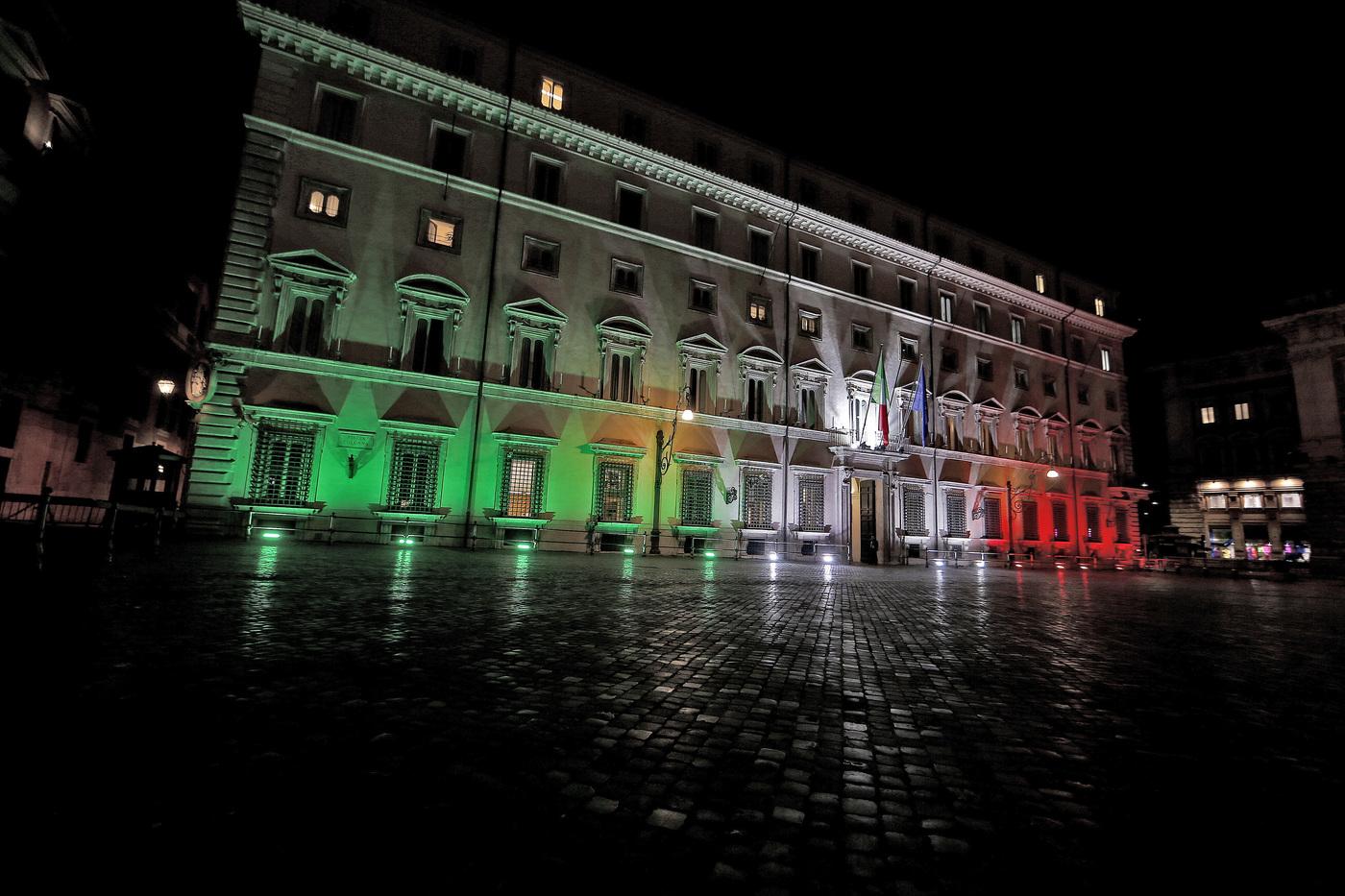 Palazzo Chigi illuminato per l'anniversario dell'Unitità d'Italia